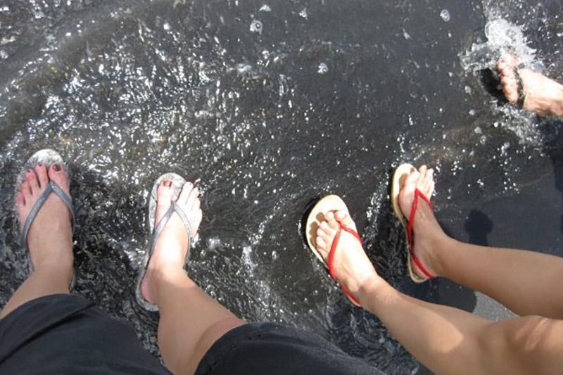 Black sand beach - Feet